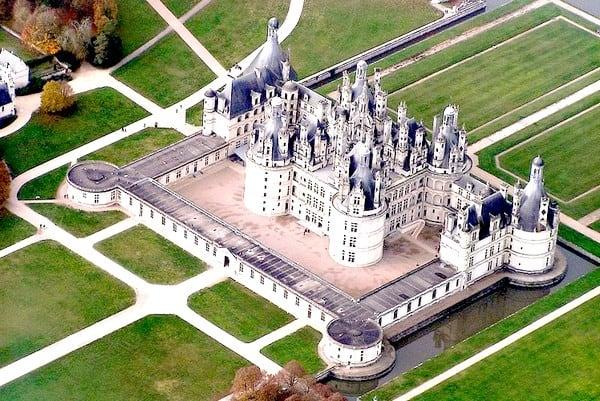 Top 5 des lieux incontournables pour faire un vol en hélicoptère en France - Chateaux de la Loire