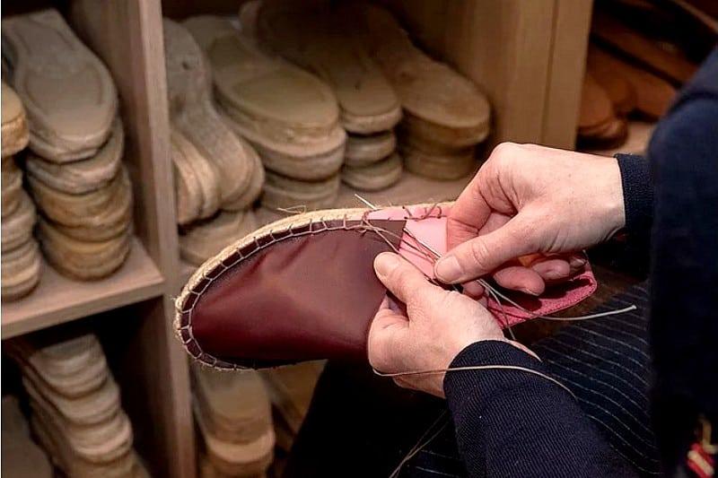 Atelier DIY coordonnerie Paris - espadrilles et mules en cuir