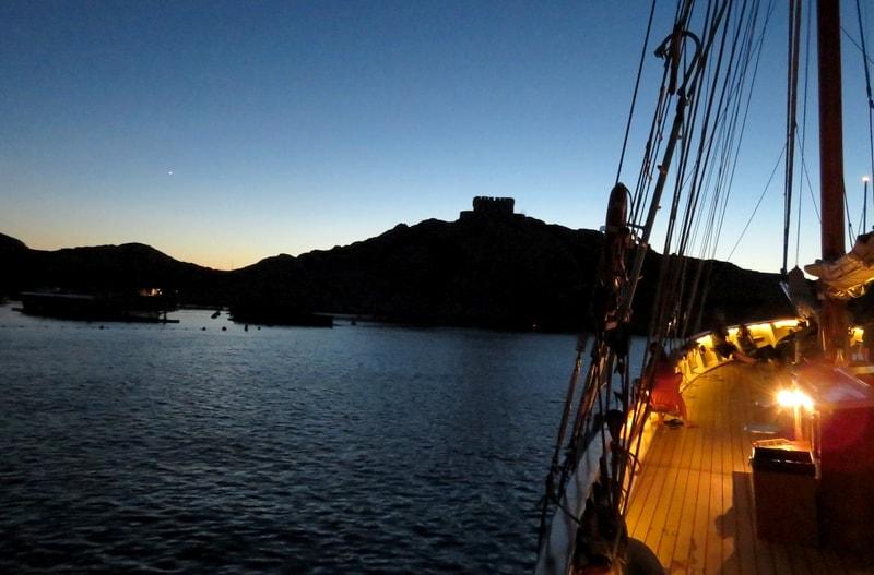 croisiere bateau voilier marseille vieux port calanques soiree - sortie mer mediterranee