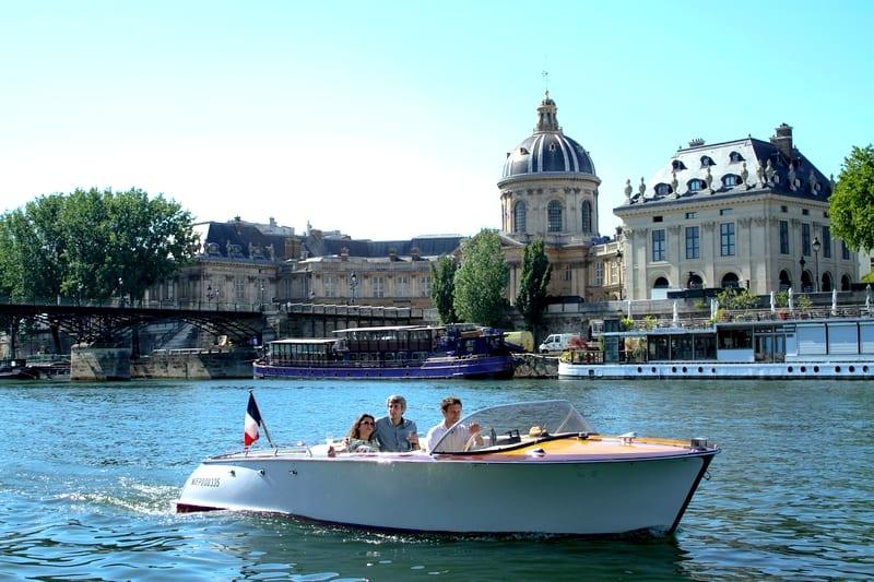 croisiere privee paris la seine bateau vintage runabout riva chriscraft roadster